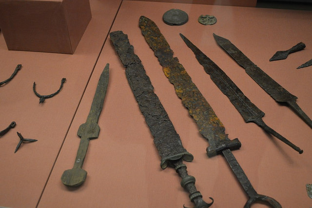 https://www.historyoftheancientworld.com/wp-content/uploads/2016/01/roman-swords.jpg